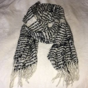 Accessories - Black and white blanket scarf